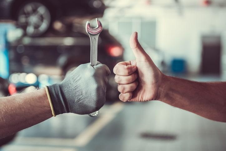 industrial-engine-repair-hands